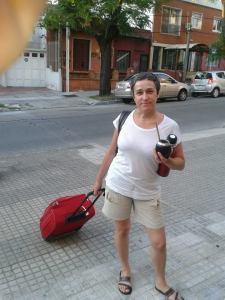 Leonor , maleta y mate